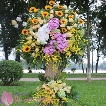 Opening congratulation flowers to Vietnam