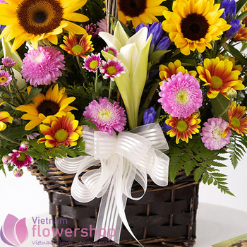 Send sunflower basket to birthday in VN
