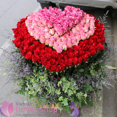 Big heart by roses in Vietnam Flower Shop