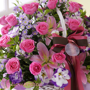 Pink flowers basket for birthday online