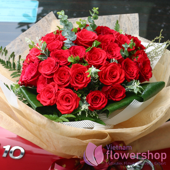 Buy red roses bouquet in flower shop