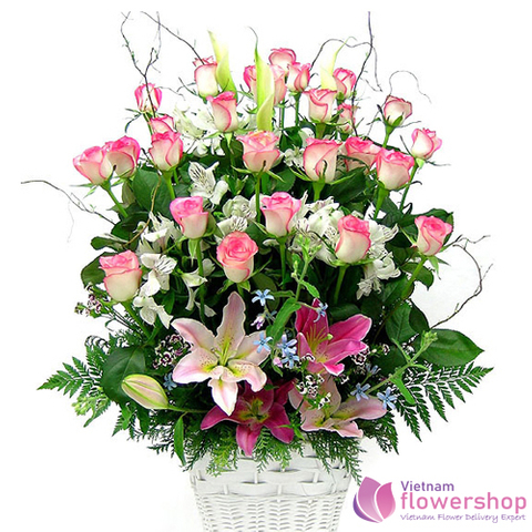 Vietnam Beautiful pink roses flowers arrangement