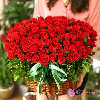 99 red roses beautiful delivery in Nha Trang