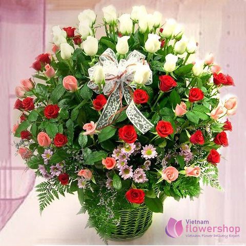 Mixed roses basket delivery Quang Ninh City