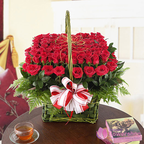 Red roses arrangement delivery now