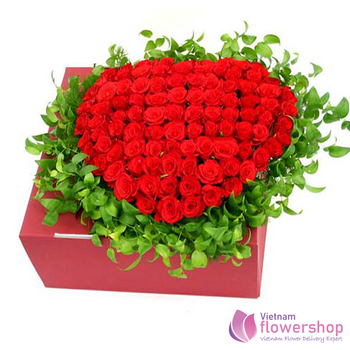 Heart shaped red roses box in flower shop Vietnam