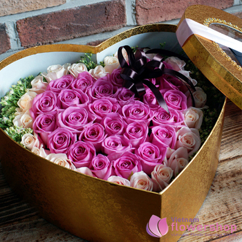 Vietnam Box of purple roses delivery
