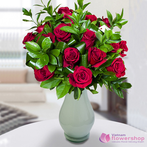 Vietnam Red roses in vase for delivery
