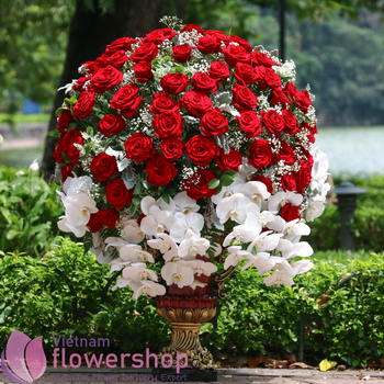VIP flowers with red roses delivery to Vietnam