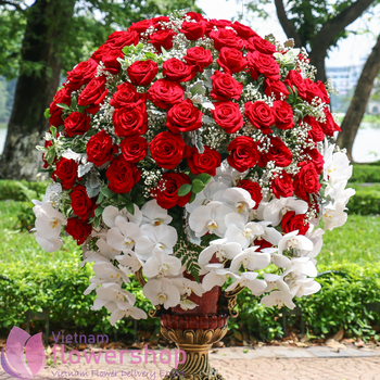 VIP flowers with red roses delivery to VN