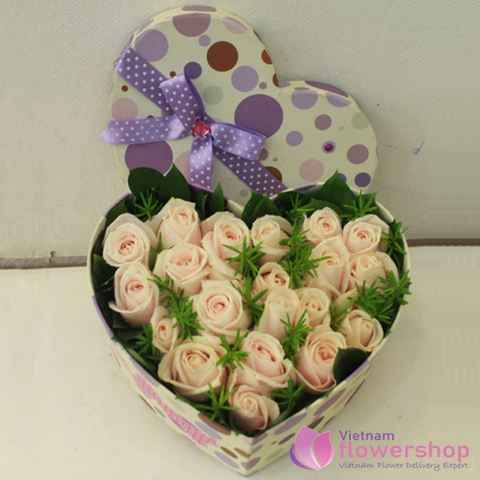 Pink rose arrangement in box