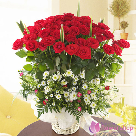 Vietnam Red roses arrangement for Xmas