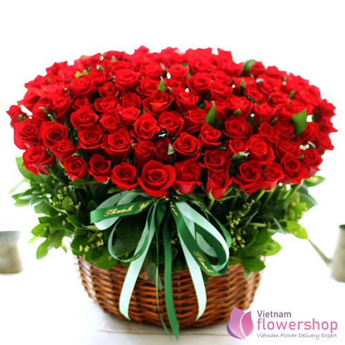 ​100 red roses for Christmas Vietnam delivery