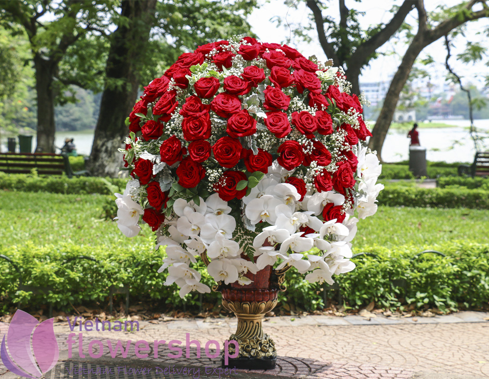 VIP flowers with red roses deliver to Vietnam